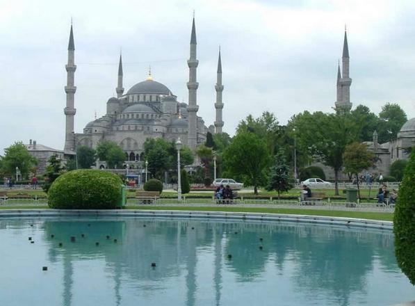 ساحة جامع السلطان احمد في اسطنبول تركيا