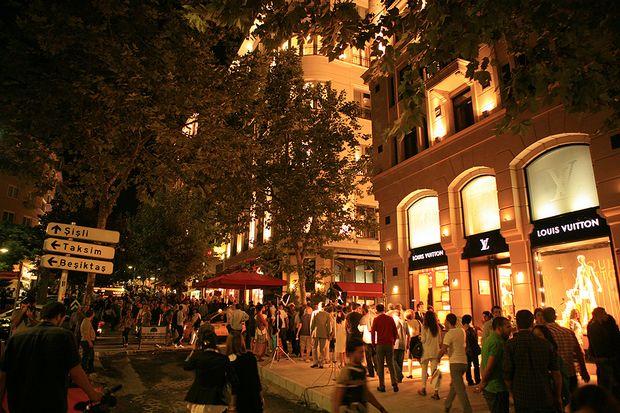 شارع بغداد اسطنبول صخب الحياة ومتعة التسوق | تورنا