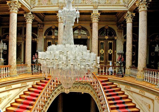 قصر دولمة بهجة في اسطنبول