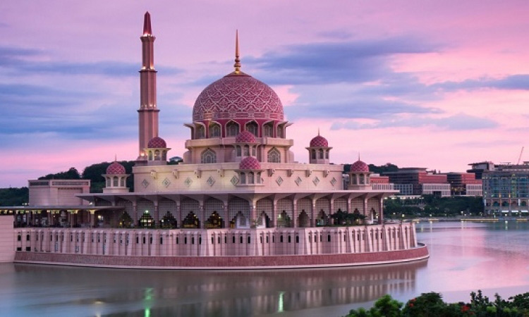 مسجد بوترا في ماليزيا - الاماكن السياحية في سيلانجور