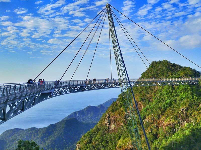 تعرف على جسر لانكاوي سكاي المسمى بجسر السماء | تورنا