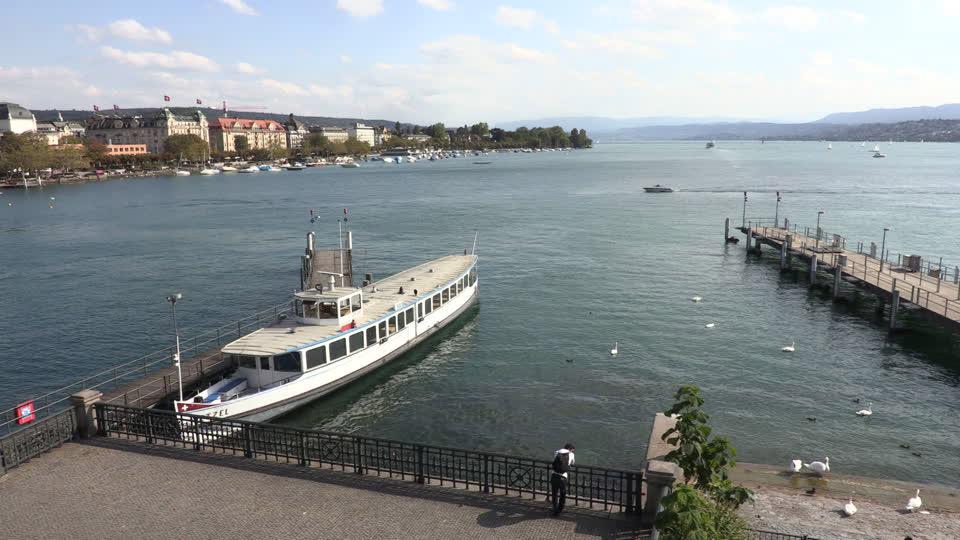 بحيرة زيورخ سويسرا