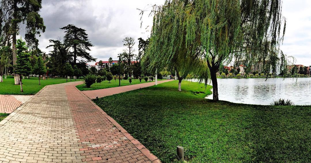 الاماكن السياحية في باتومي جورجيا حديقة 6 مايو