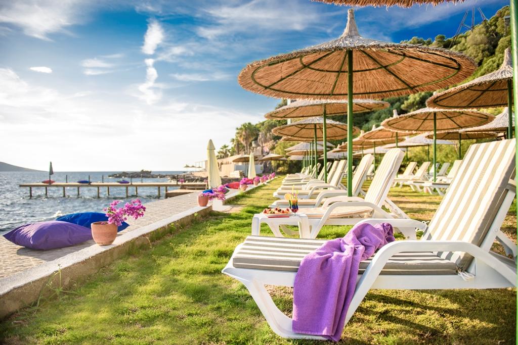 شاطئ فينك في بودروم - افضل الاماكن السياحية في بودروم