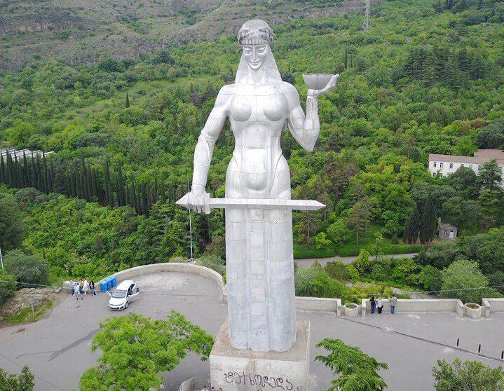 نصب أم الجورجيين التذكاري - الاماكن السياحية في جورجيا تبليسي