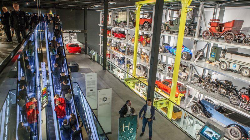 متحف النقل في سويسرا - اماكن سياحية في لوزيرن