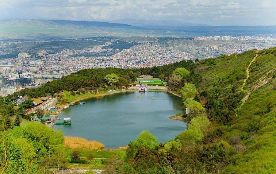 بحيرة السلاحف في تبليسي اهم الاماكن السياحية في جورجيا تبليسي