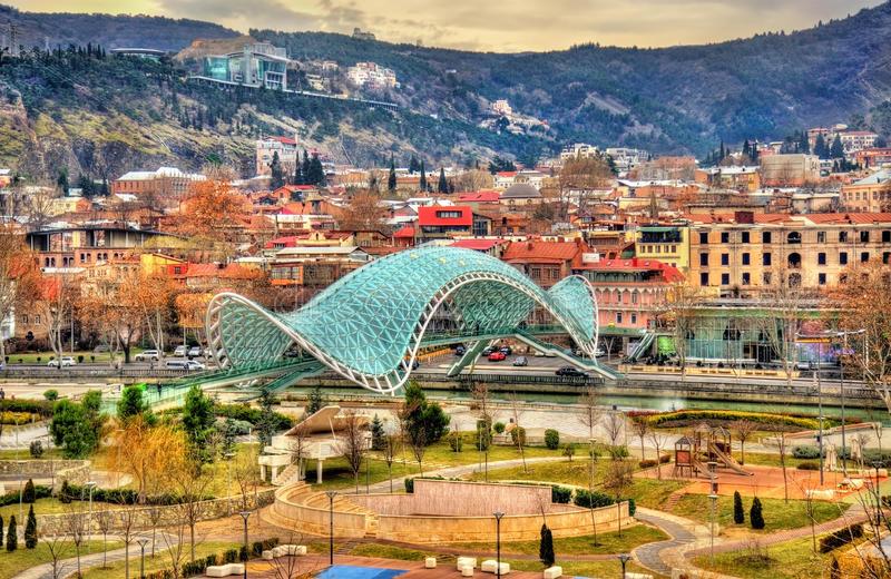 جسر السلام في تبليسي - السياحة في جورجيا