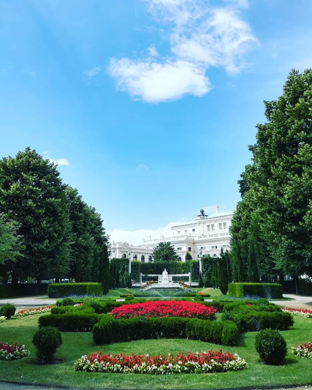 حديقة الزهور فيينا - اجمل الاماكن السياحية في فيينا