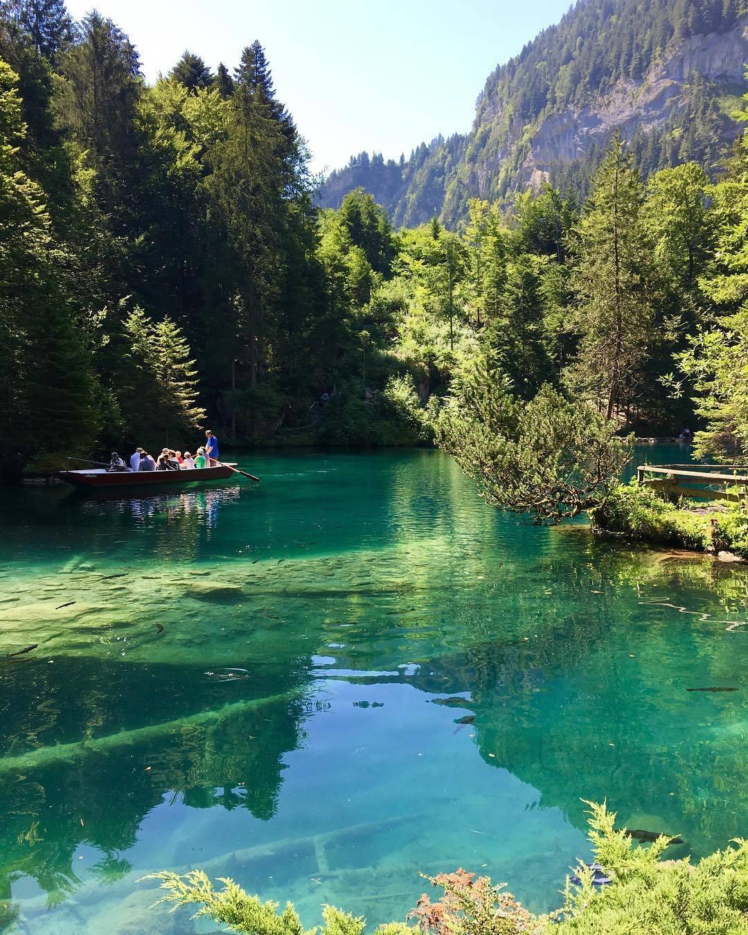البحيرة الزرقاء انترلاكن - السياحة في انترلاكن