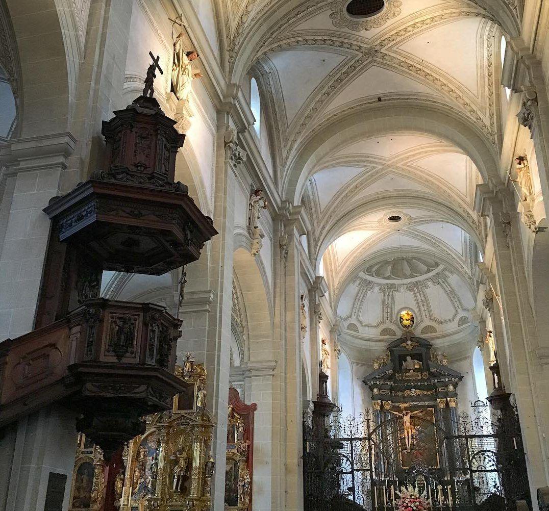 كنيسة هوفكيرش - افضل اماكن سياحية في انسبروك في النمسا