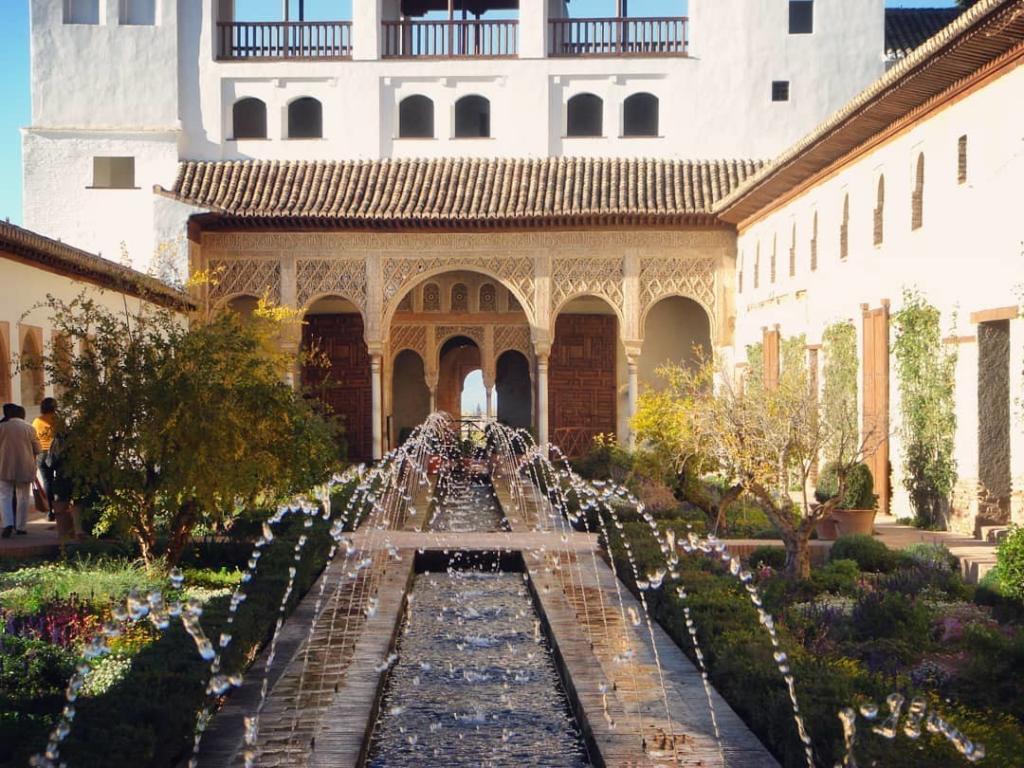 قصر الحمراء في غرناطة - اهم الاماكن السياحية في غرناطة
