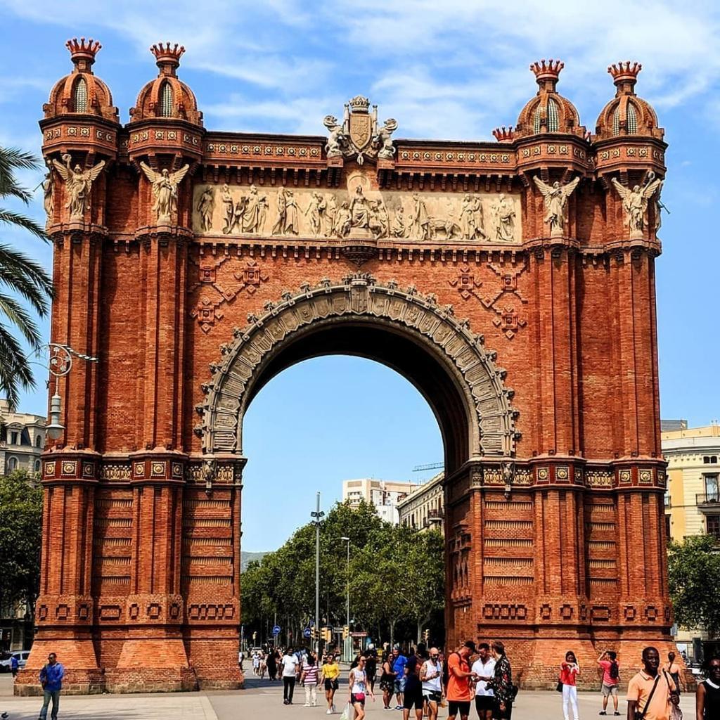 قوس النصر برشلونة - الاماكن السياحية في برشلونة