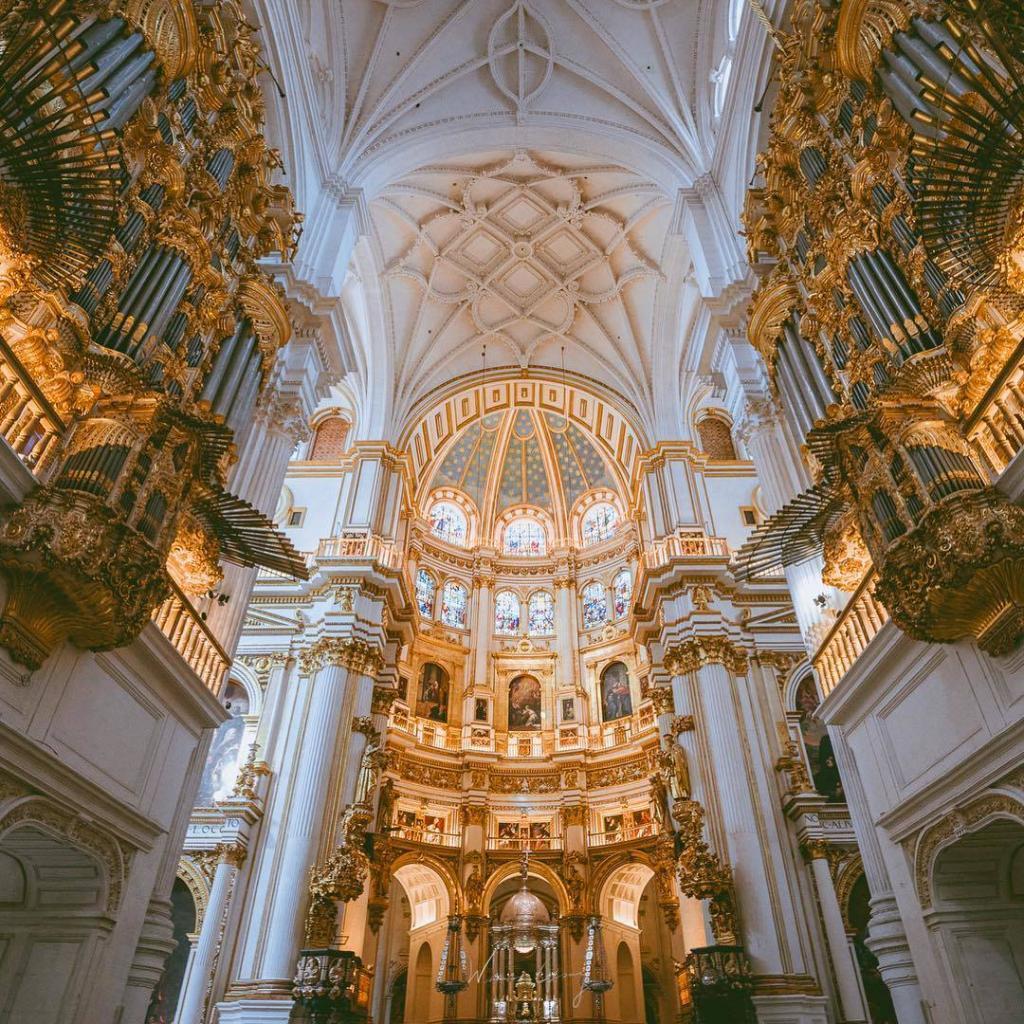 كاتدرائية غرناطة - اهم الاماكن السياحية في غرناطة