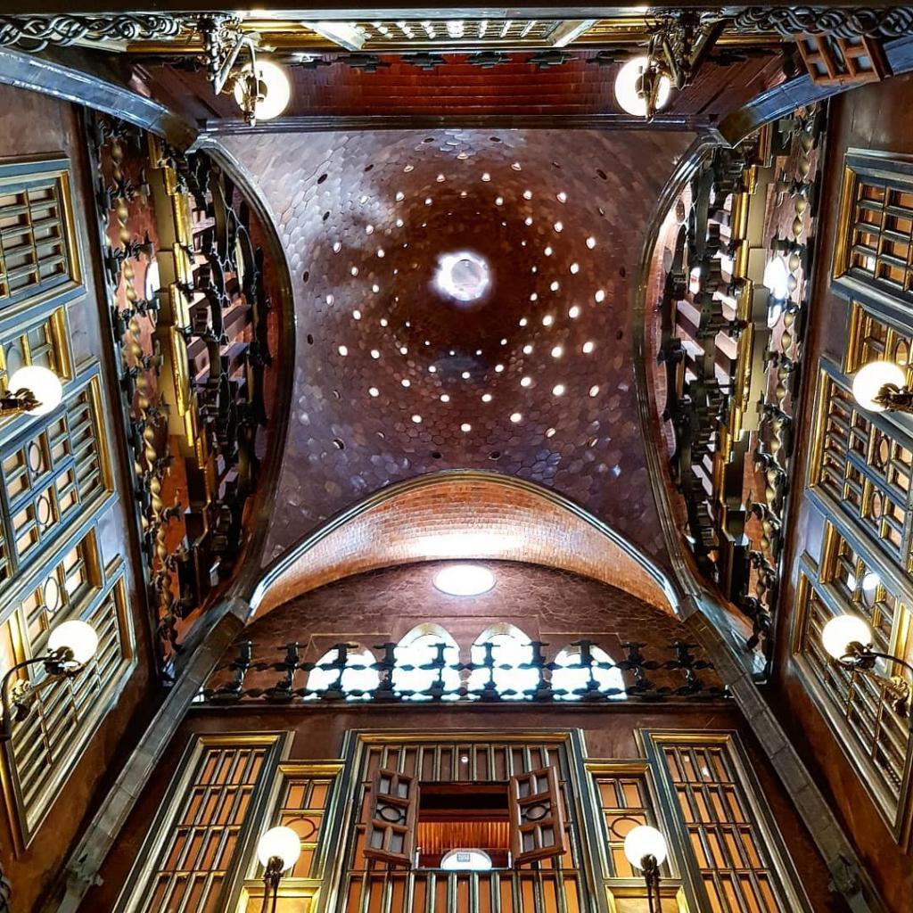 قصر جويل - الاماكن السياحية في برشلونة