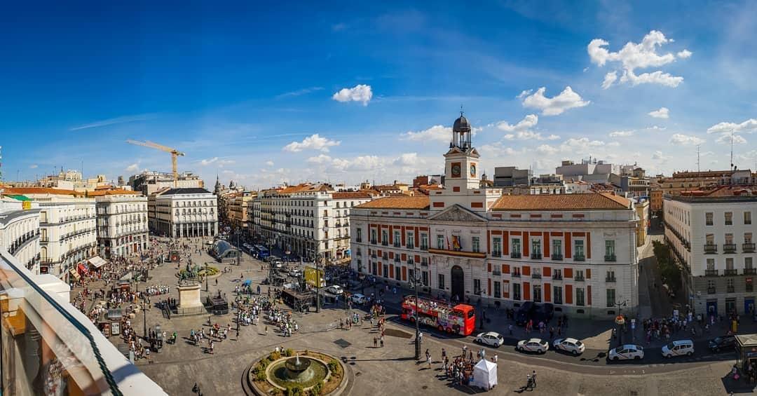 تعرف على ساحة بويرتا ديل سول في مدريد اسبانيا | تورنا