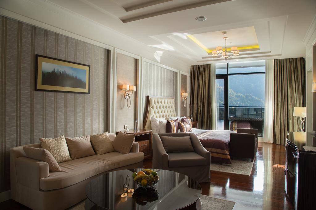فندق ريكسوس برجومي - السياحة في بورجومي