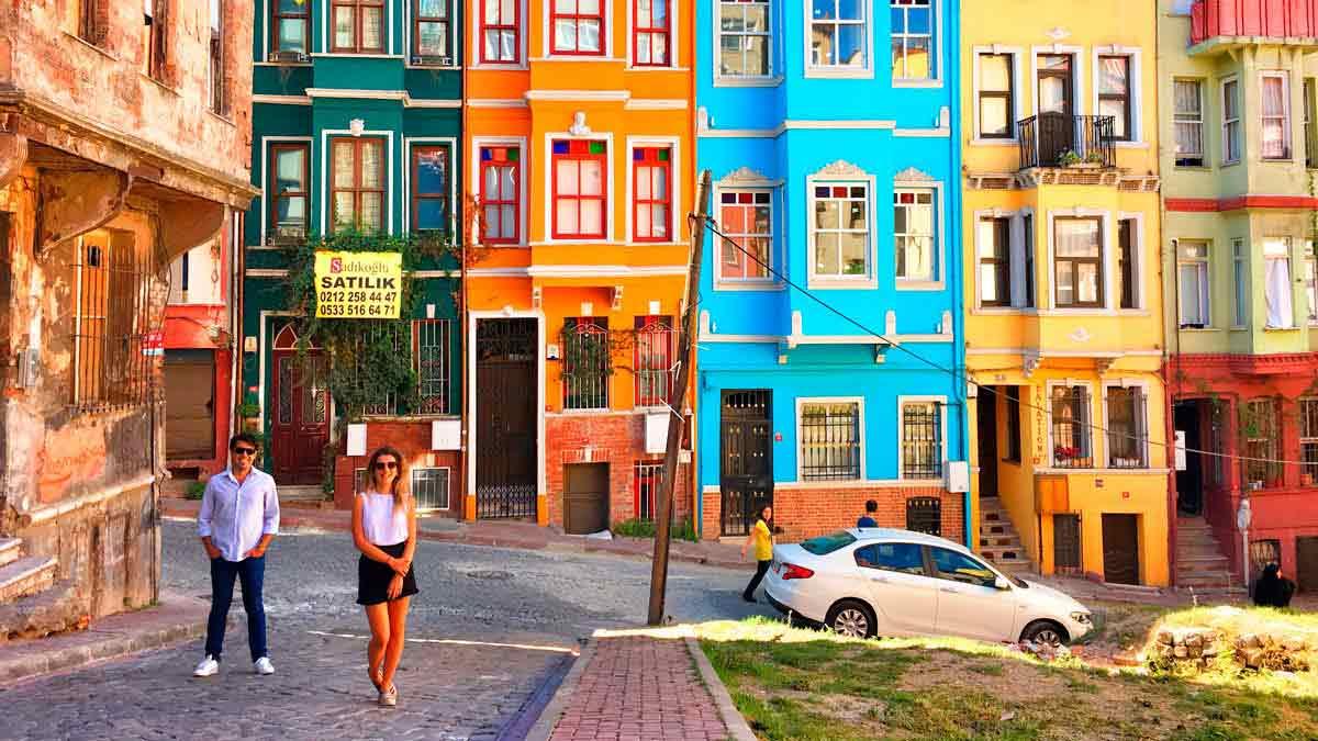 أين يقع حي بلاط اسطنبول وكيفية الوصول اليه؟ | تورنا