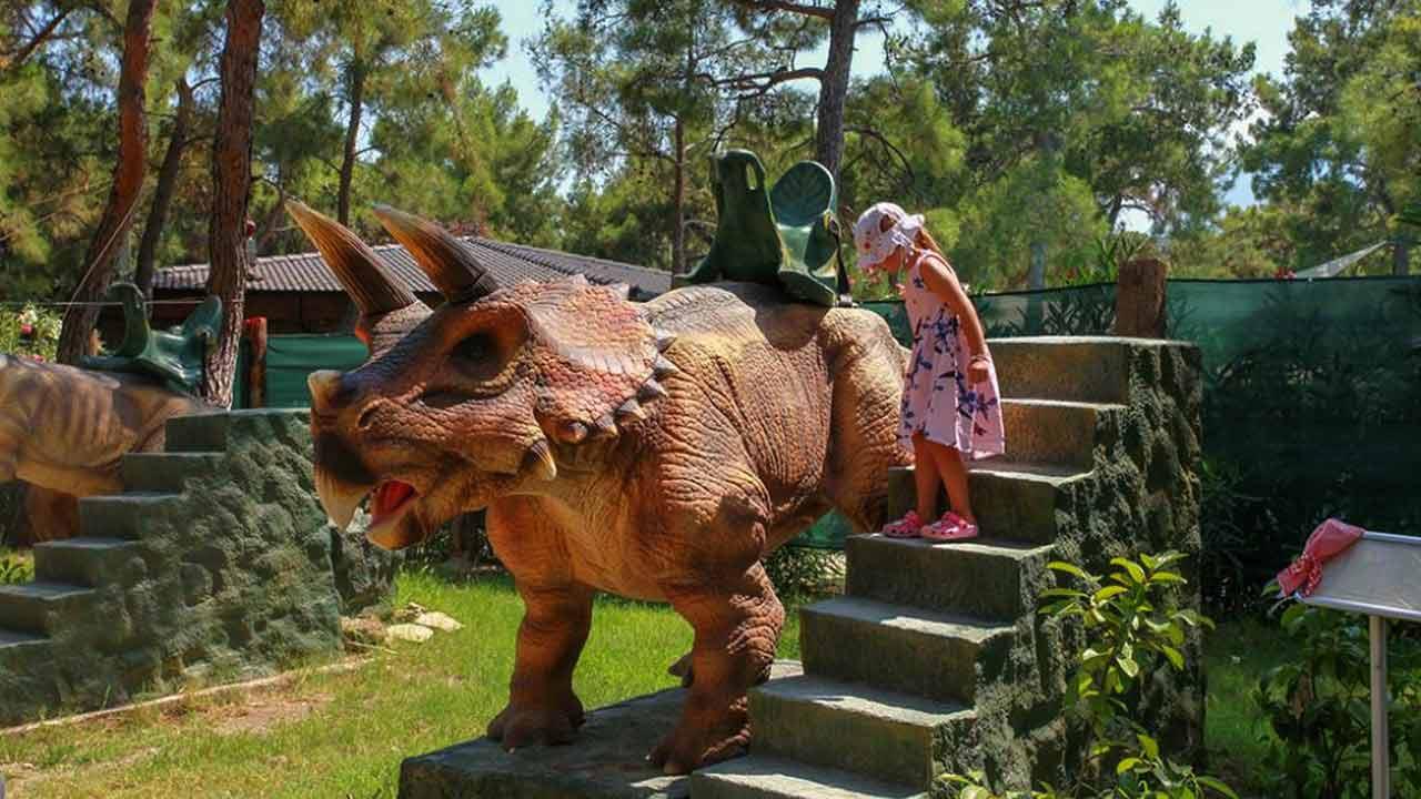 حديقة الديناصورات في انطاليا